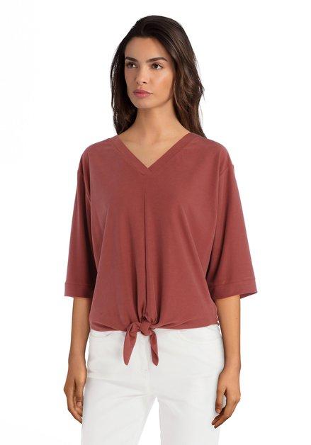 Roestkleurige T-shirt met V-hals en knoop