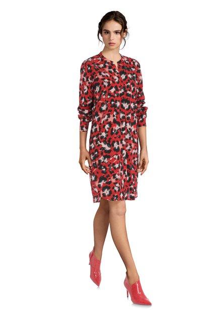 Rood kleed met zwarte panterprint