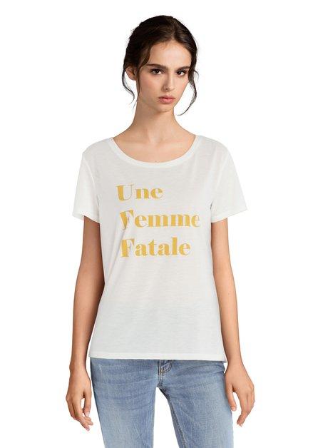 T-shirt blanc texte jaune « Une Femme Fatale »