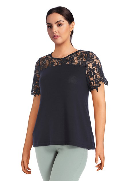 T-shirt bleu foncé avec dentelle