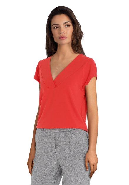 T-shirt rouge à col en V
