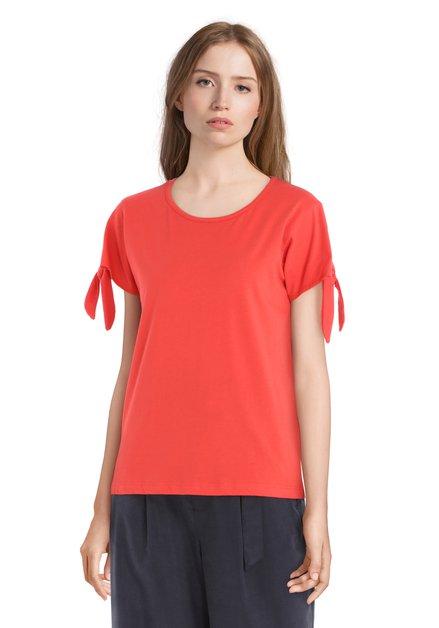 T-shirt rouge avec nœuds
