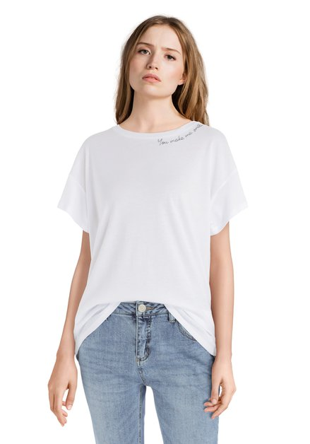 Wit T-shirt met opschrift 'You make me smile'
