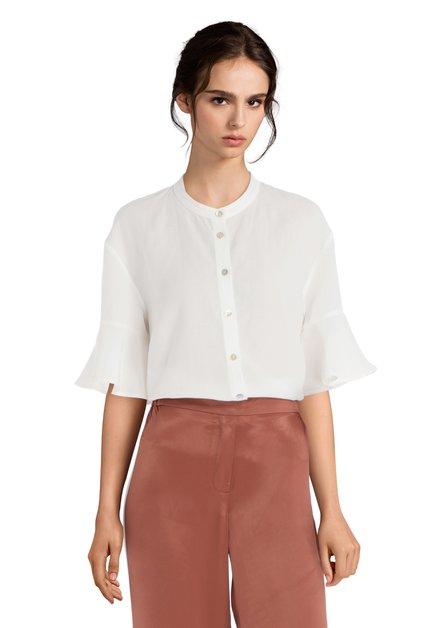 Witte blouse met korte trompetmouwen
