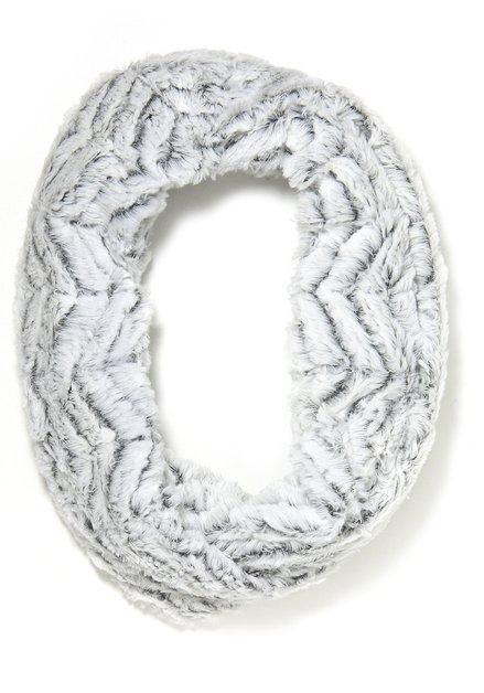 Witte faux fur wikkelsjaal