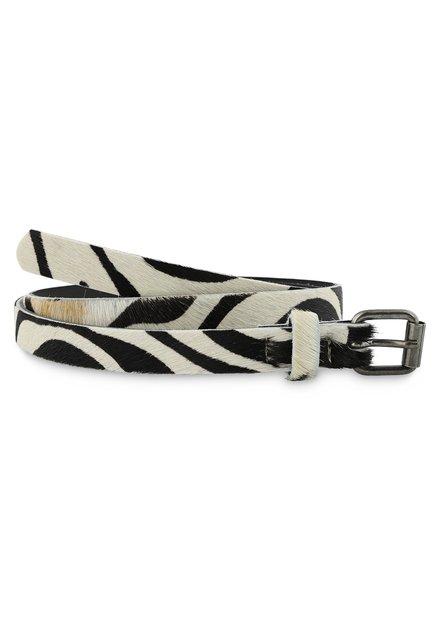 Witte riem met zebrastrepen