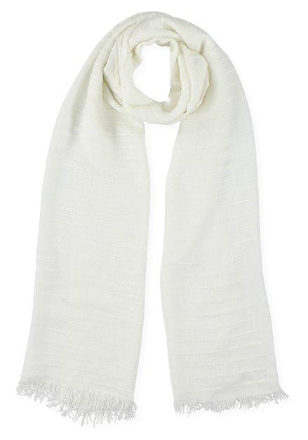 Witte sjaal met ingeweven strepenstructuur