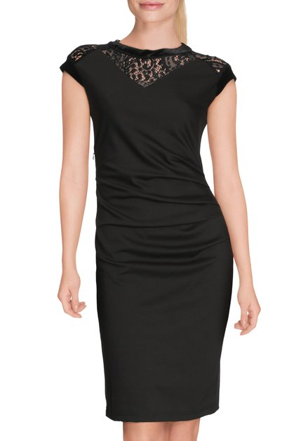 Zwart aansluitend kleed met kant
