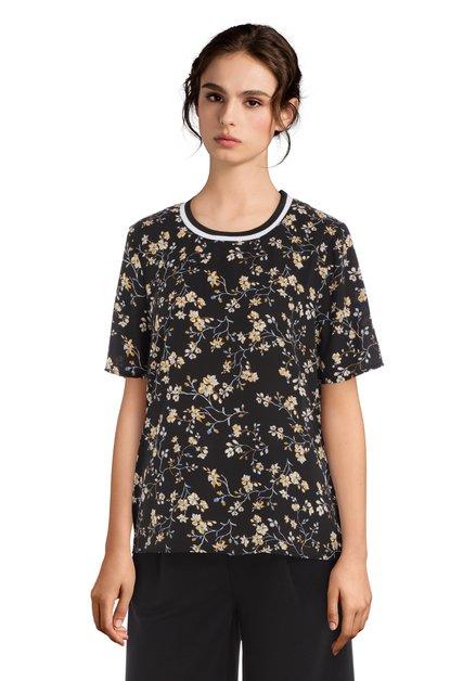 Zwarte blouse met bloemen en sportieve halslijn