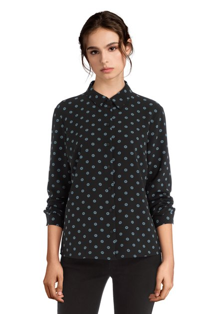 Zwarte blouse met een blauw-wit motief