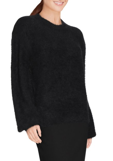 Zwarte fluffy pull met ronde hals
