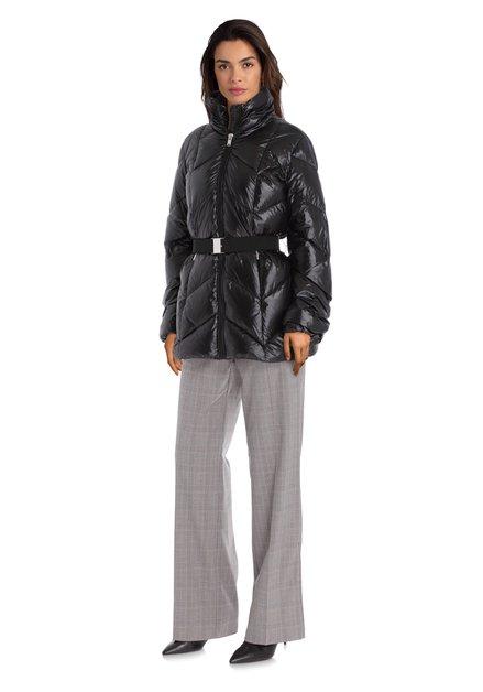 Zwarte gewatteerde jas met elastische riem