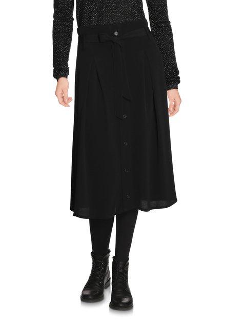 Zwarte rok met decoratieve knopenlijst