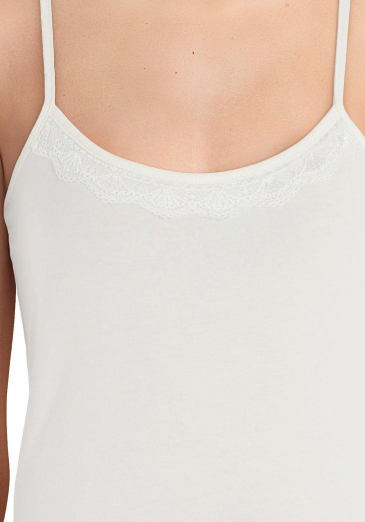 cc7136b4607b08 Wit onderkleedje met kant van Jacqueline de Yong