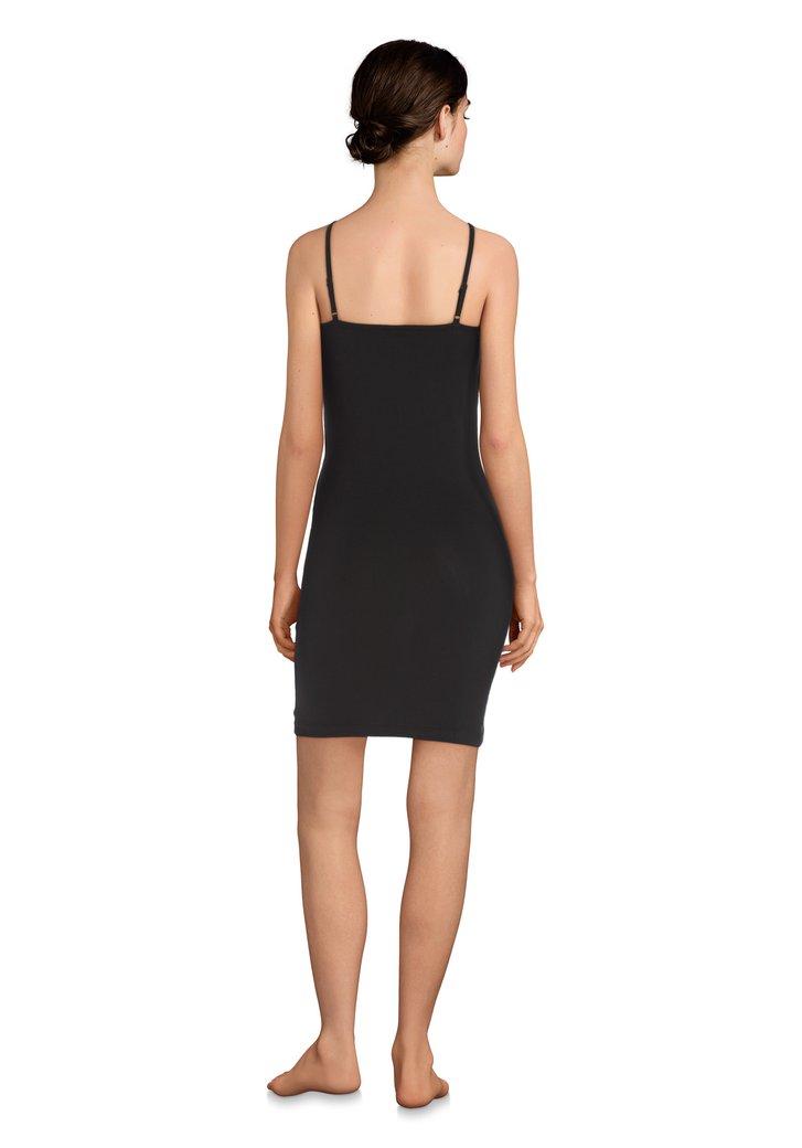 5a9dcaa34ba9f6 Zwart onderkleedje met kant van Jacqueline de Yong