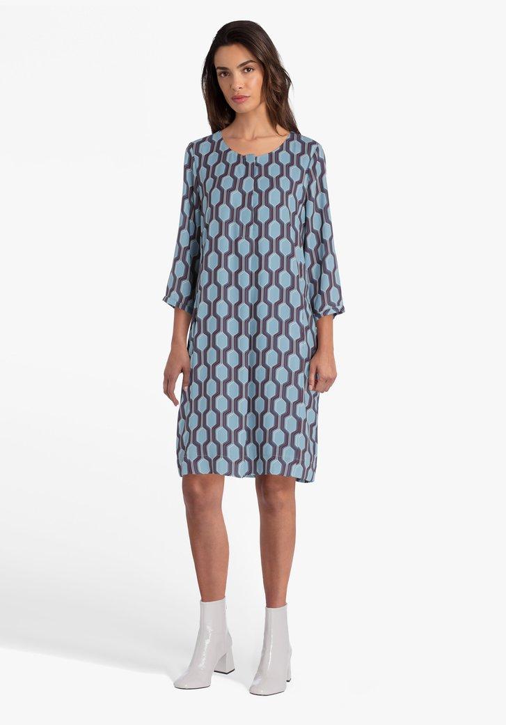 Blauw kleed met geometrische print