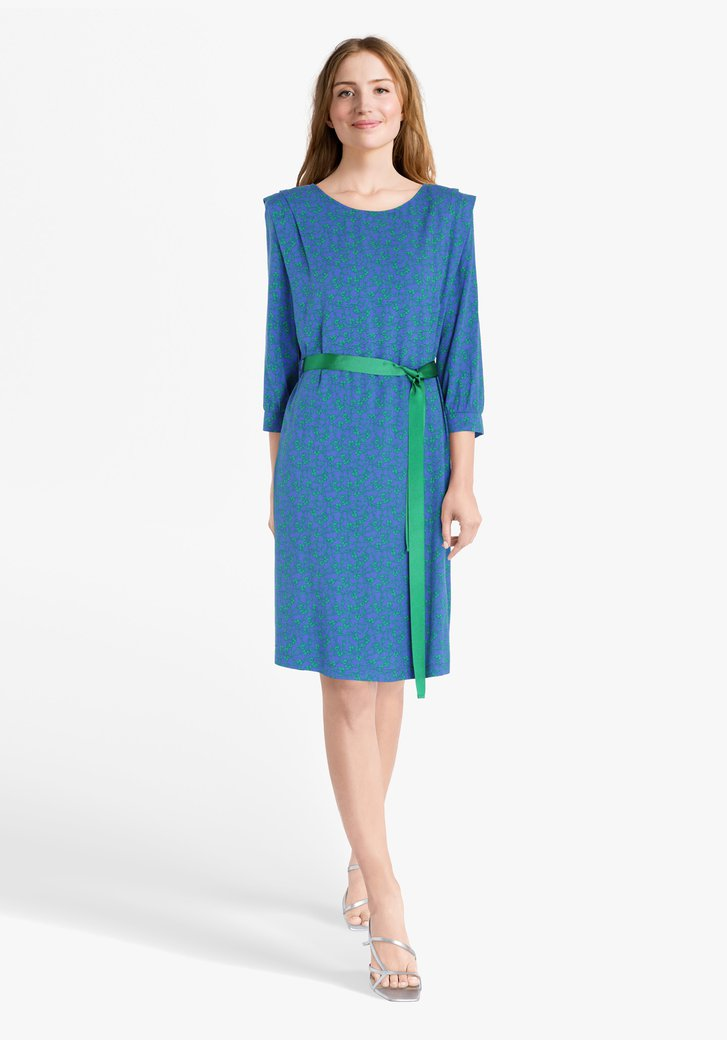 Blauw kleed met groene bloemenprint