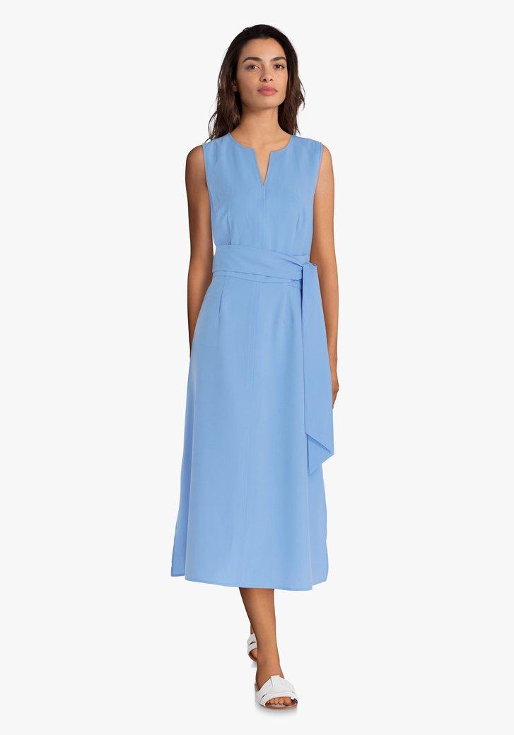 Blauw kleed met riem
