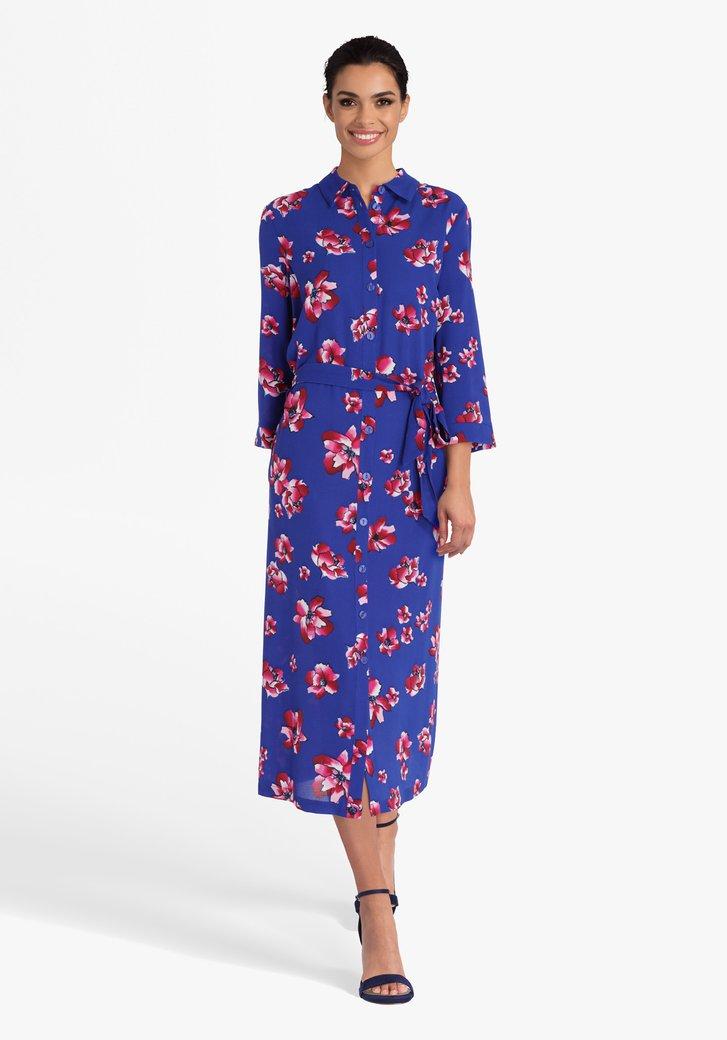 Blauw kleed met roze bloemen en striklint