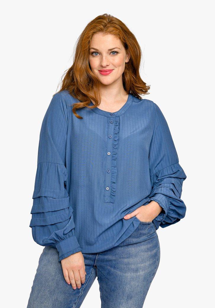 Blauwe blouse met accentmouwen