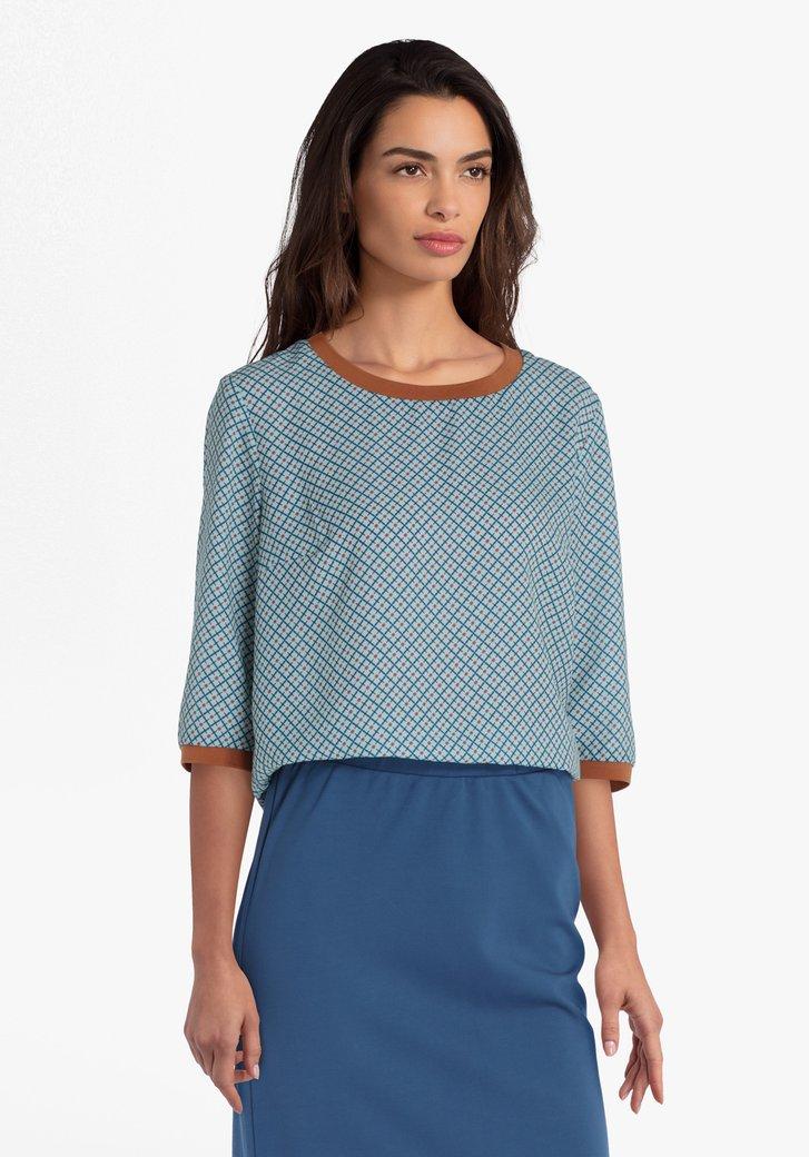 Blauwe blouse met print en bruine accenten