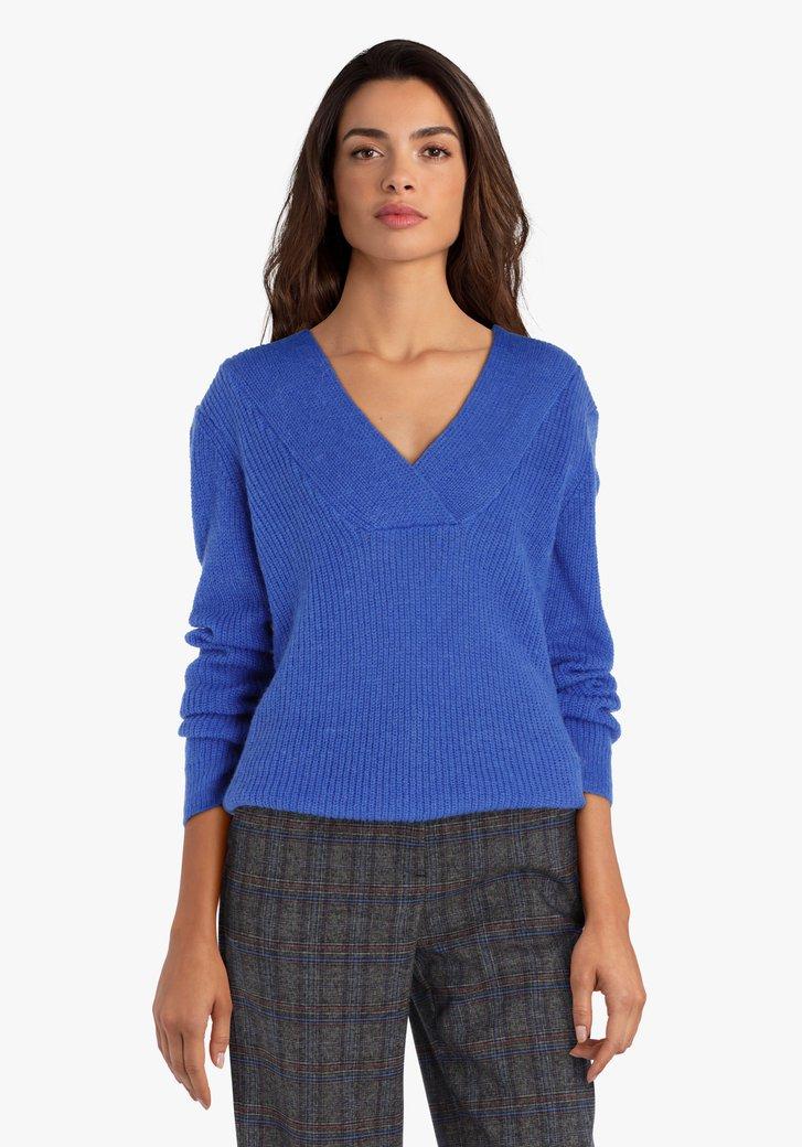 Blauwe gebreide trui met V-hals