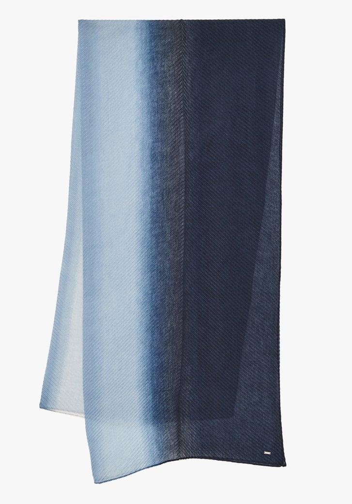 Blauwe sjaal met dip dye effect