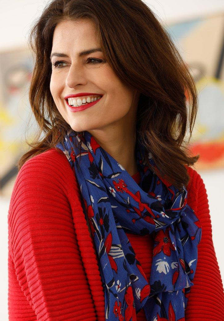 Blauwe sjaal met rode bloemen