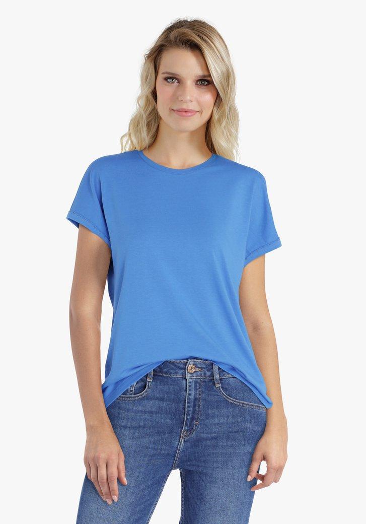 Blauwe T-shirt met steentjes op de mouwen