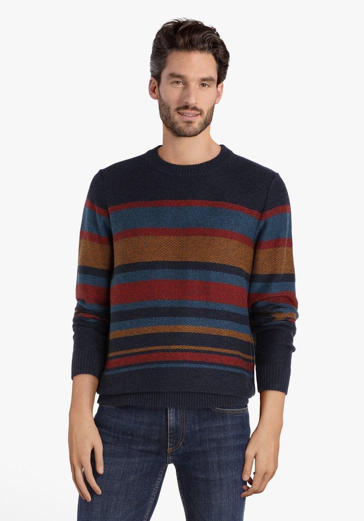 Blauwe trui met gekleurde strepen