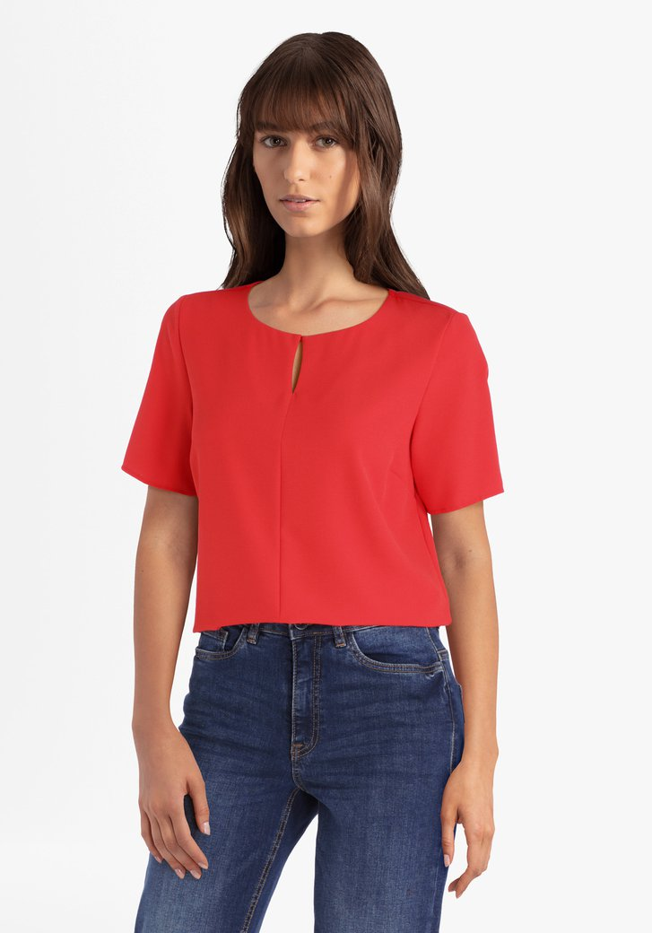 Blouse rouge à couture verticale