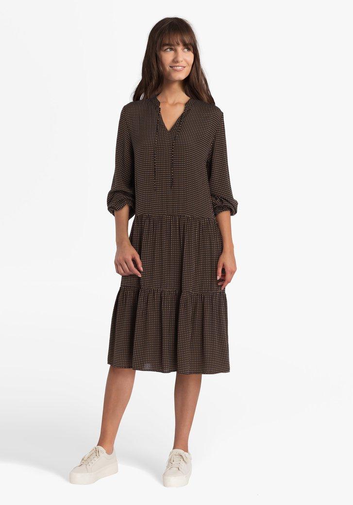 Bruin kleedje met blokjesmotief
