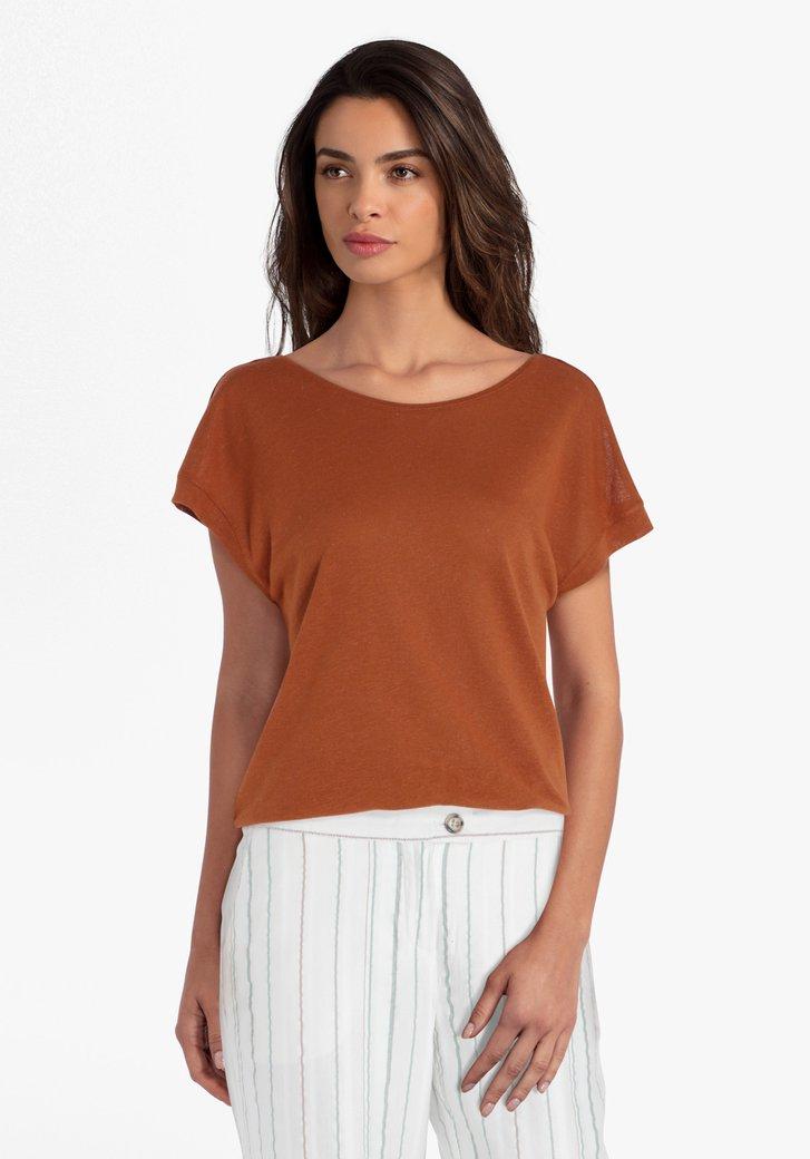 Bruine T-shirt met V-uitsnijding op de rug