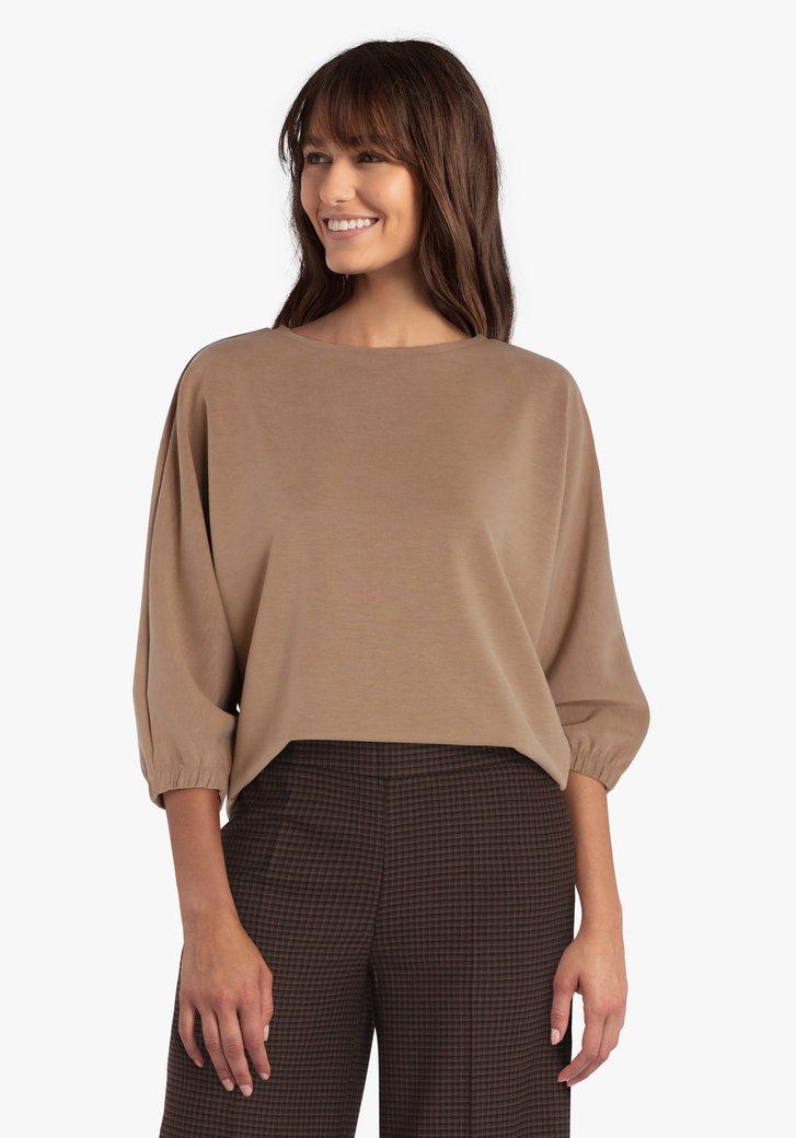 Bruine trui met elastiek aan de mouwen