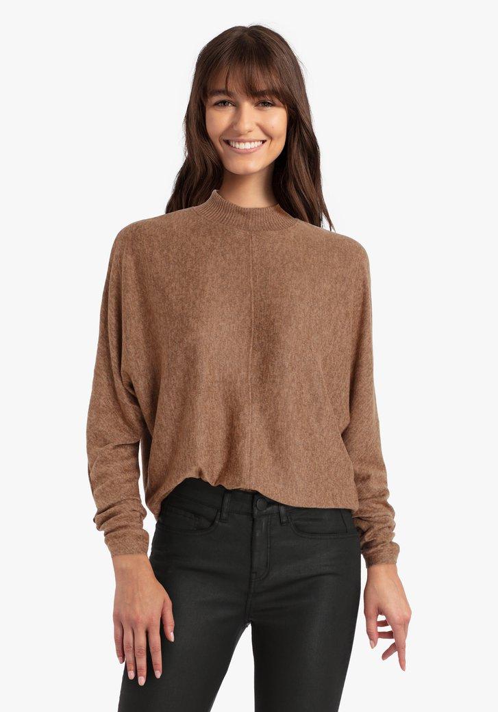 Bruine trui met kleine kraag