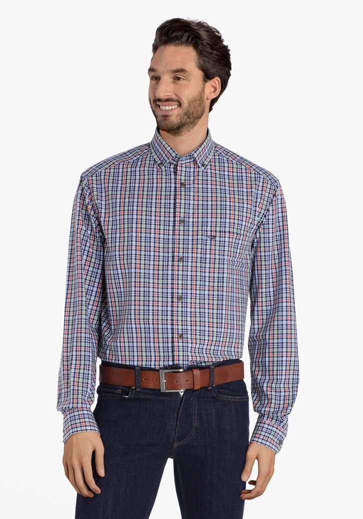Chemise à carreaux de différentes couleurs