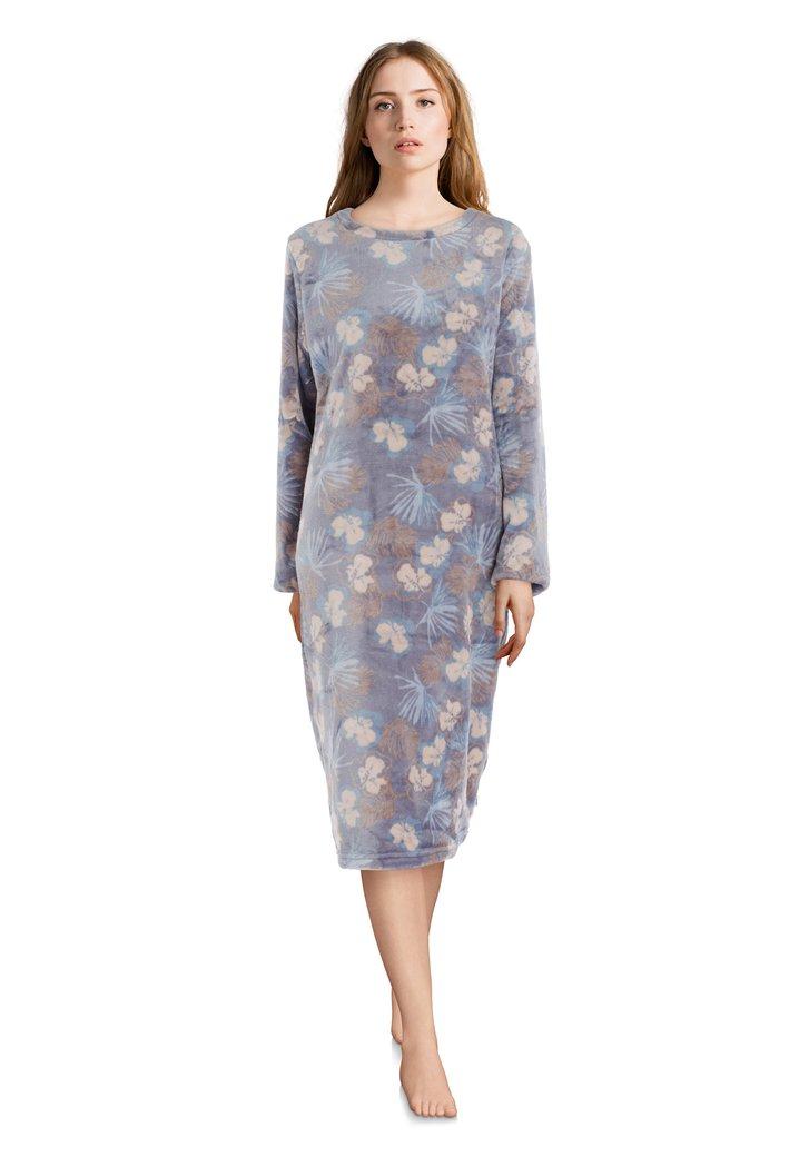 Chemise de nuit grise avec des fleurs bleu clair
