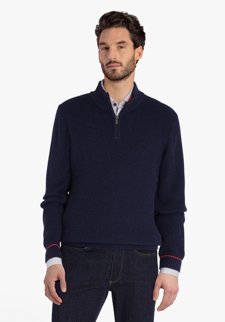 Donkerblauwe gebreide trui met korte rits
