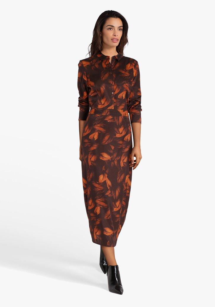 Donkerbruin kleed met oranje veertjes