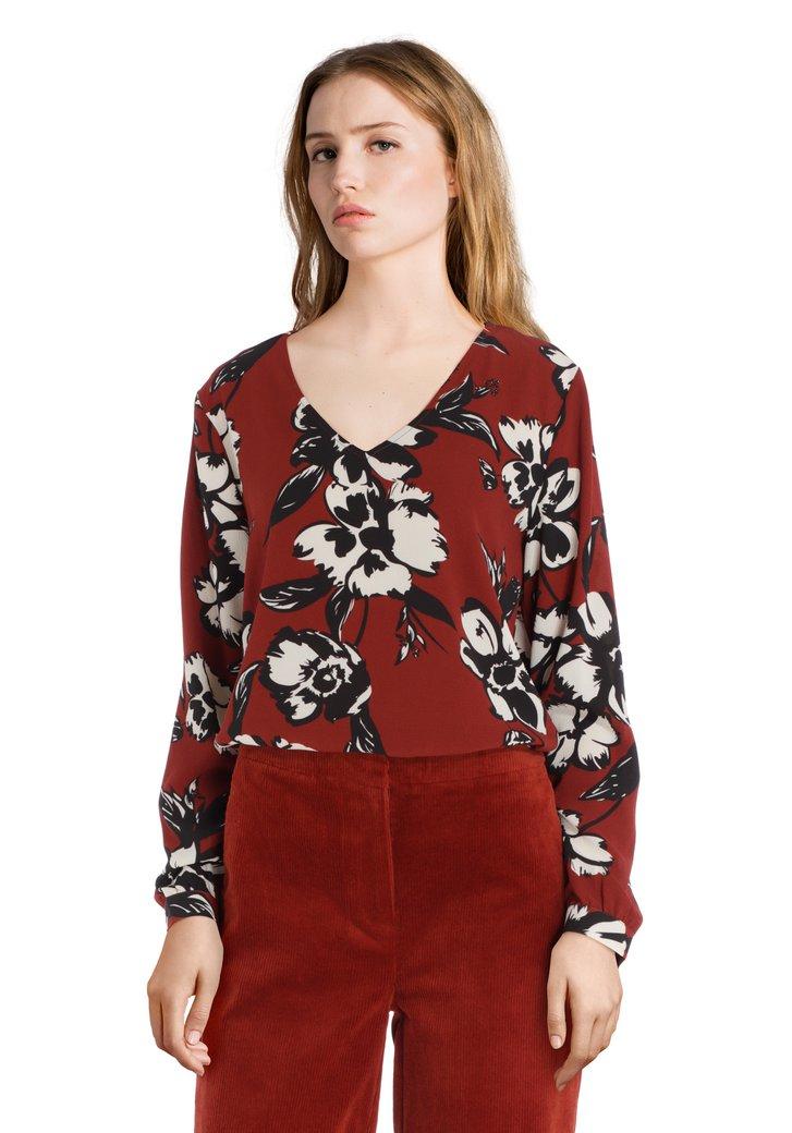 Afbeelding van Donkerbruine blouse met zwart-witte bloemen
