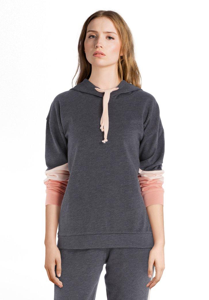 Donkergrijze sweater met kap met roze kleuraccent