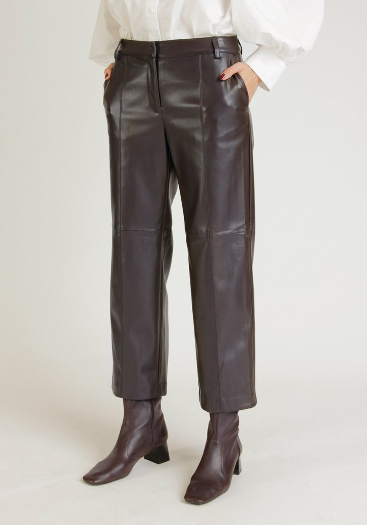Donkerpaarse broek in faux leather - straight fit