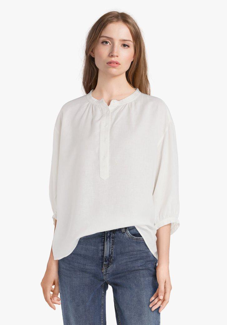 Ecru blouse met korte knopenlijst