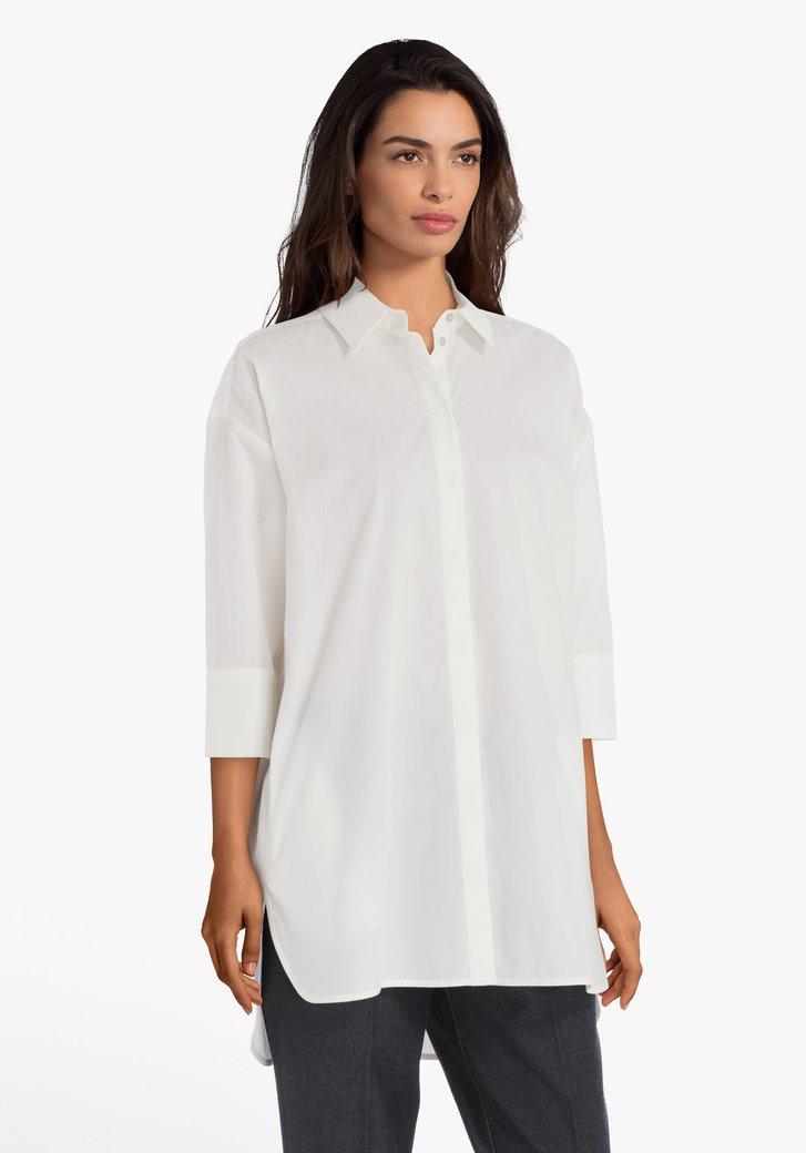 Ecru katoenen blouse met verborgen knopenlijst