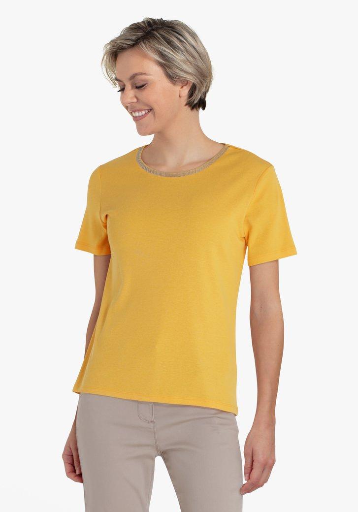 Goudgele T-shirt met detailhals