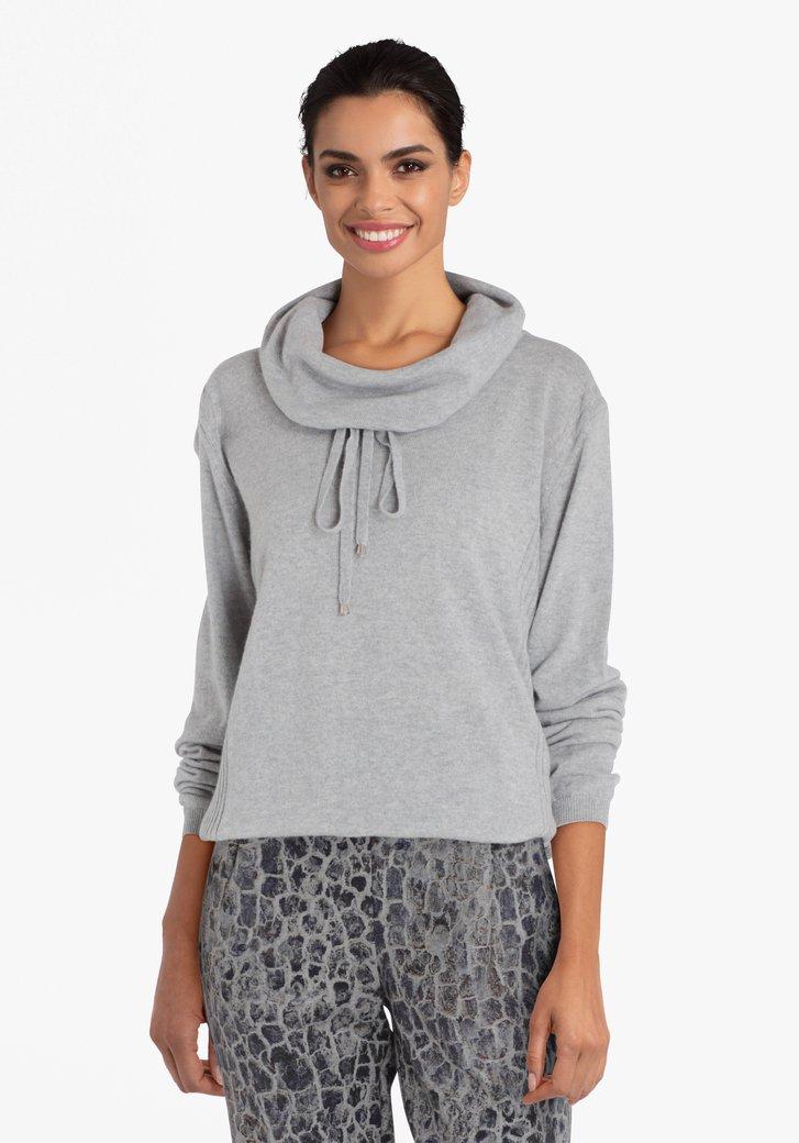 Grijze trui met hangende kraag