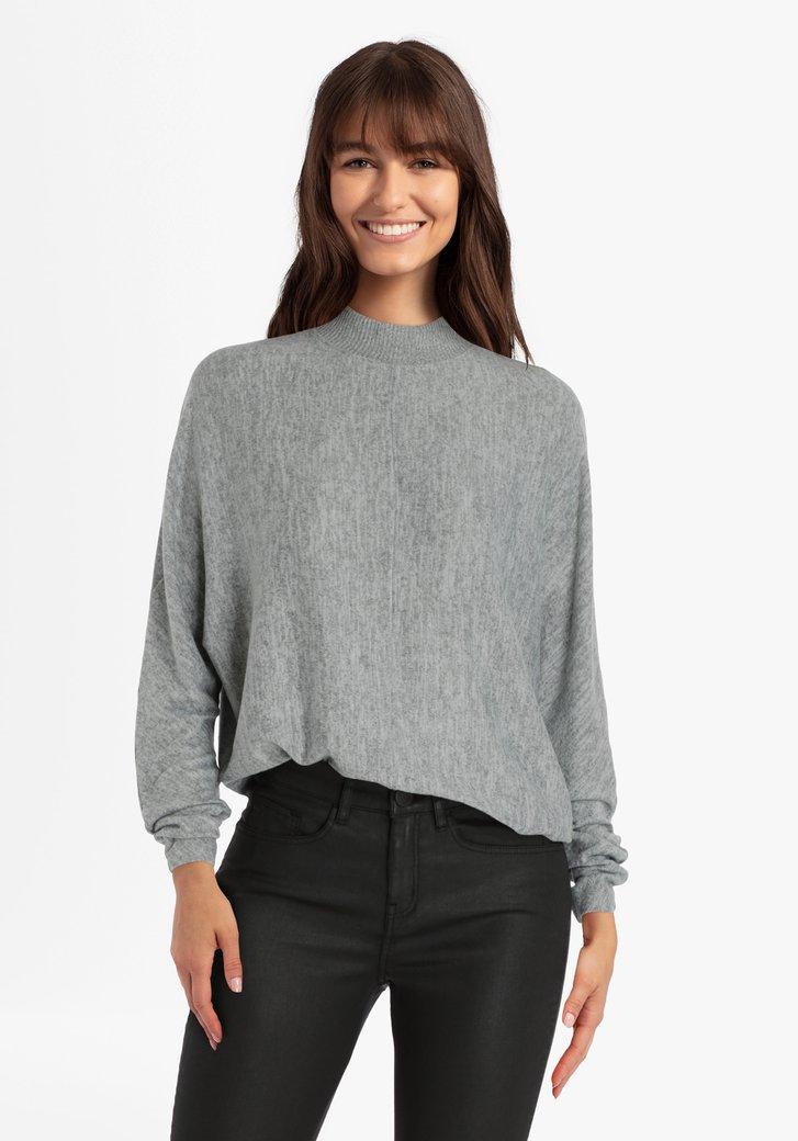 Grijze trui met kleine kraag