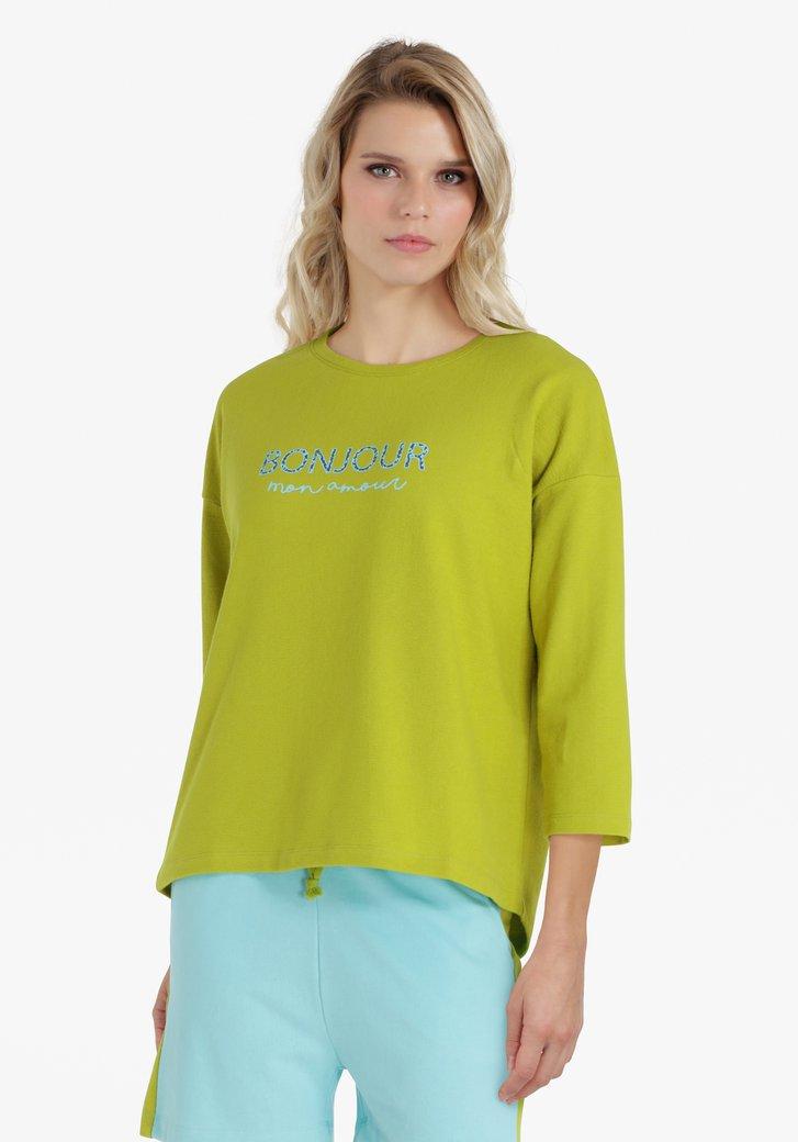 Groengele trui met opschrift