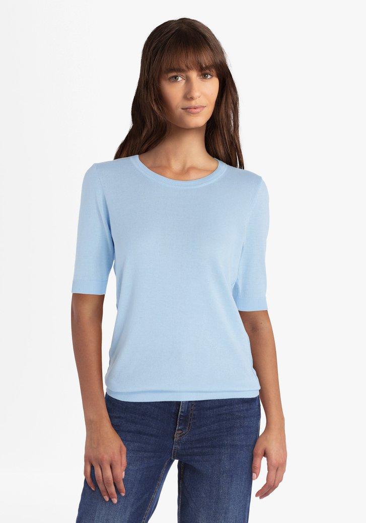 Hemelsblauwe trui met korte mouwen