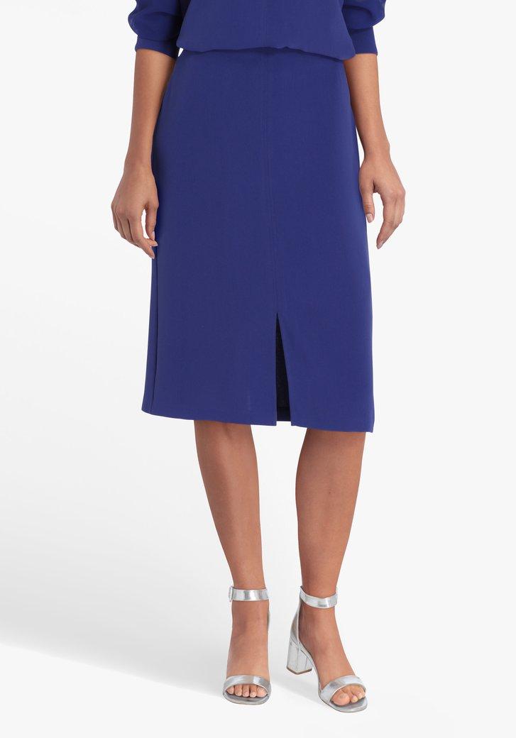 Jupe bleue avec fente sur le devant